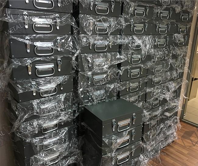 https://bv-case.ru/images/upload/ящики-оцинкованные-340х230х130-для-медицинского-оборудования.JPG