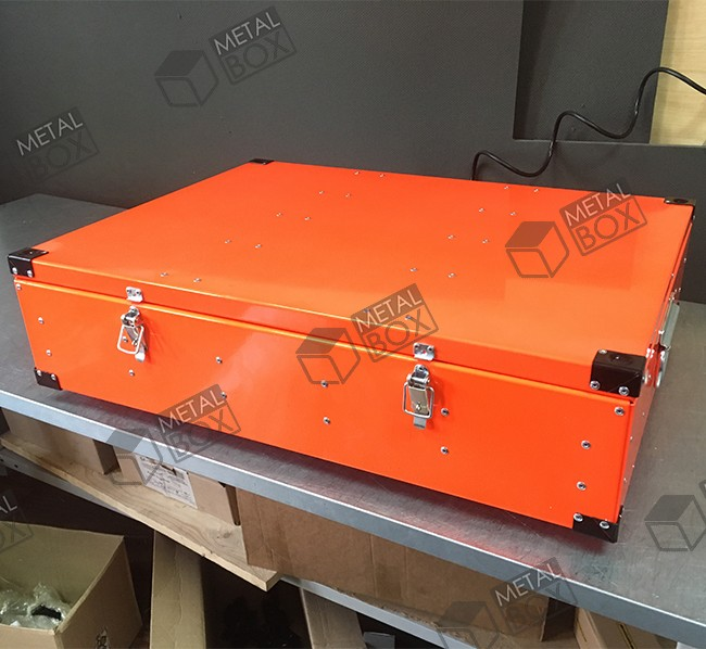 https://bv-case.ru/images/upload/ящик-стальной-700х500х150-для-хранения-оборудования-и-инструментов.JPG
